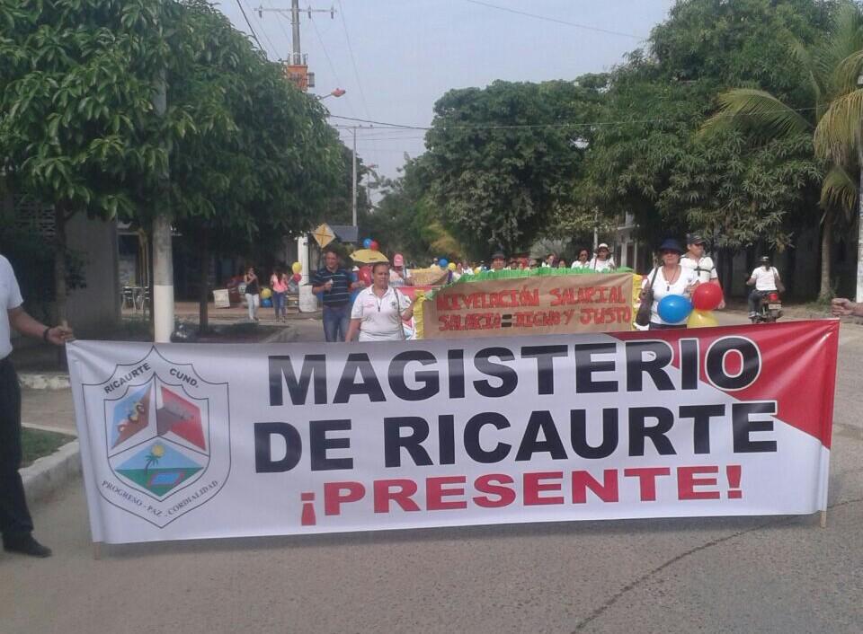 En protesta los maestros de Ricaurte. Foto: Abraham Arias.